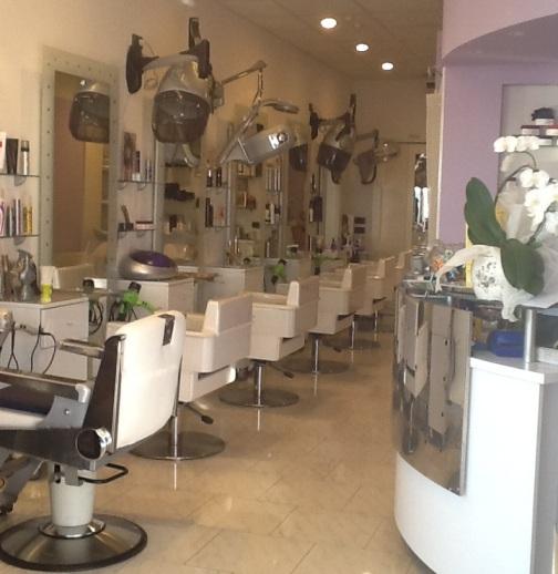 Nico-e-Pina-Postazione-Hairstyling