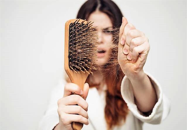 Caduta dei capelli: scopri le cause, i rimedi e come prevenirla.