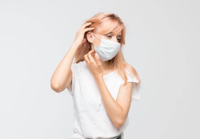 Acne da mascherina: scopri come combatterla.